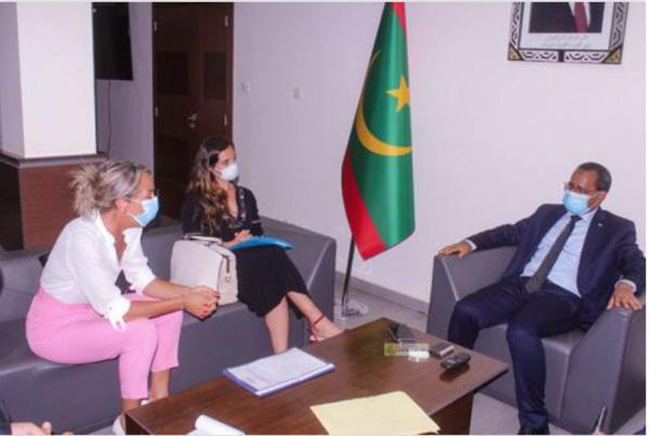 Le ministre de l'Équipement reçoit la Représentante Permanente du Gouvernement des Iles Canaries