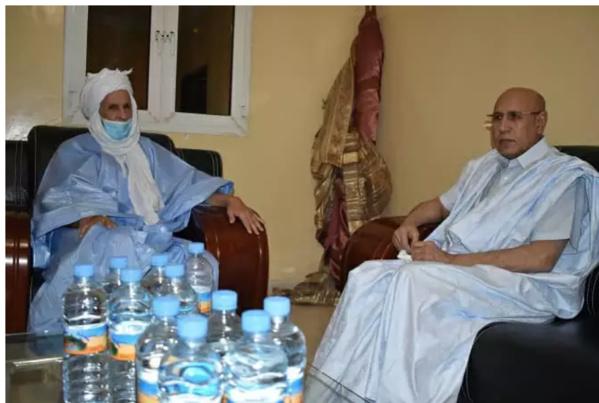 Le président Ghazouani rend visite à Ould Haidalla à l'hôpital militaire