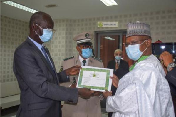 Décoration du Secrétaire Exécutif du G5 Sahel au terme de sa mission en Mauritanie