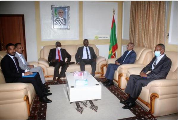 Le ministre de la Défense reçoit une délégation de la République du Soudan