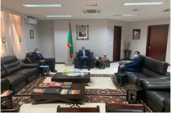 Le ministre des Affaires étrangères reçoit l'ambassadeur du Maroc