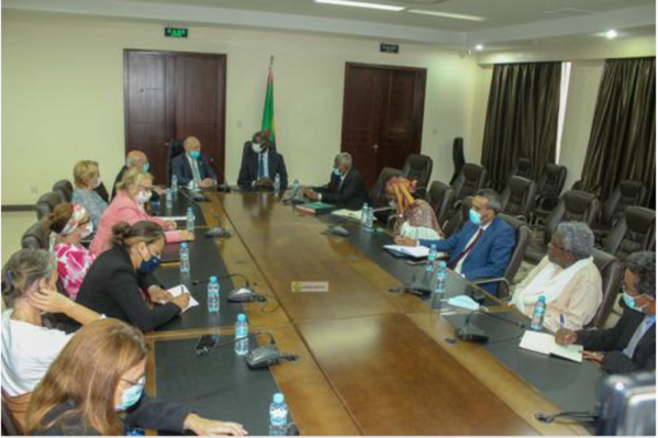 Le ministre des affaires économiques tient une réunion avec une délégation parlementaire française