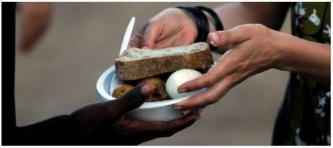 Le commissariat aux droits de l'Homme distribue des aides financières aux pauvres