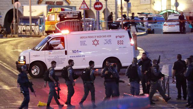 Une policière israélienne tuée, trois assaillants abattus (police)