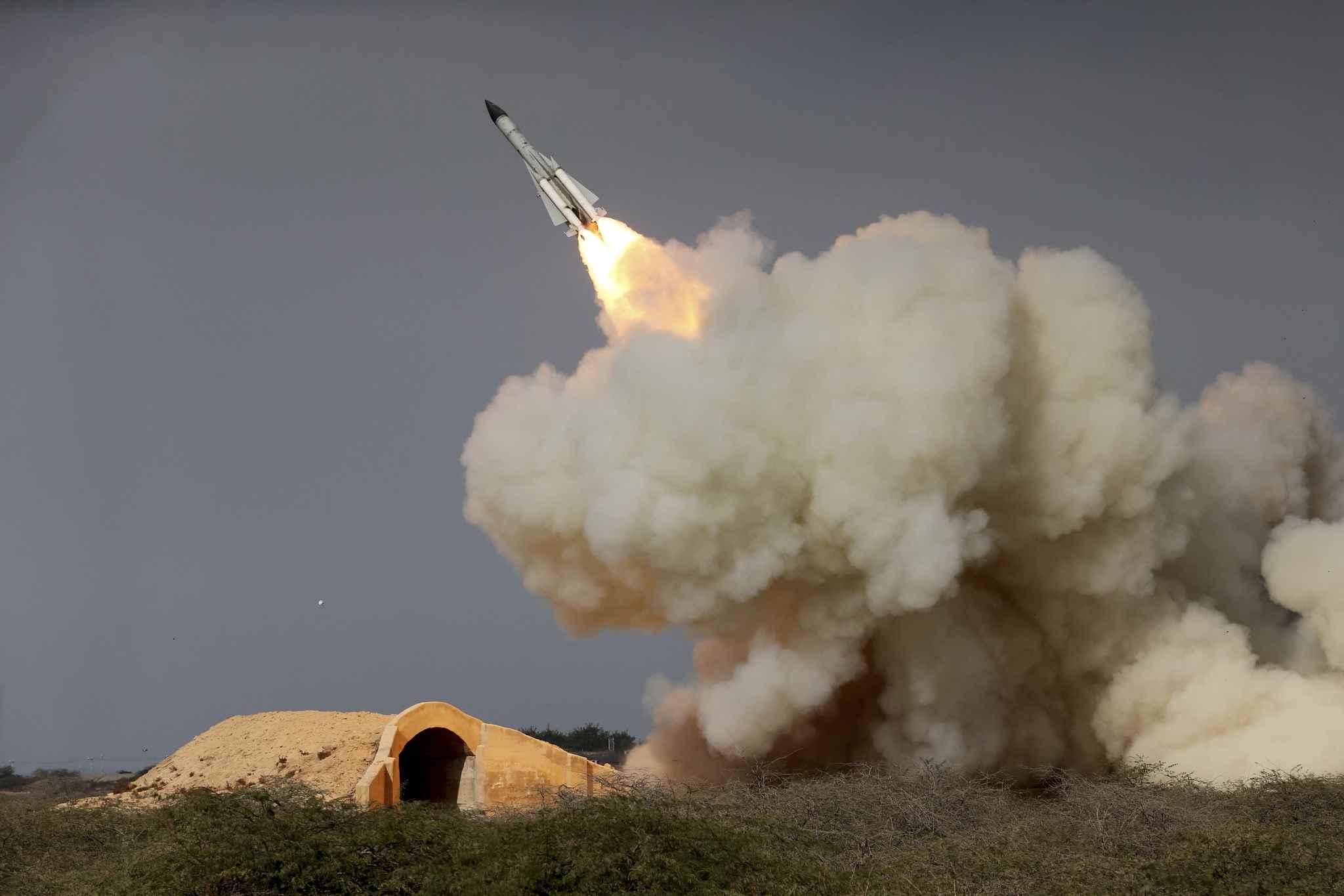 """L'Iran tire des missiles contre """"des bases de terroristes"""" en Syrie (officiel)"""