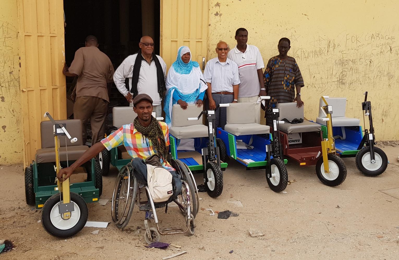 Le marathon International de Nouadhibou remet 6 fauteuils roulants tout neuf au bureau Handisport de la Mauritanie