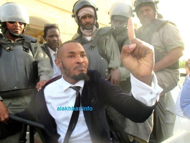 Mauritanie : arrestation violente de 3 protestataires contre la modification de la Constitution