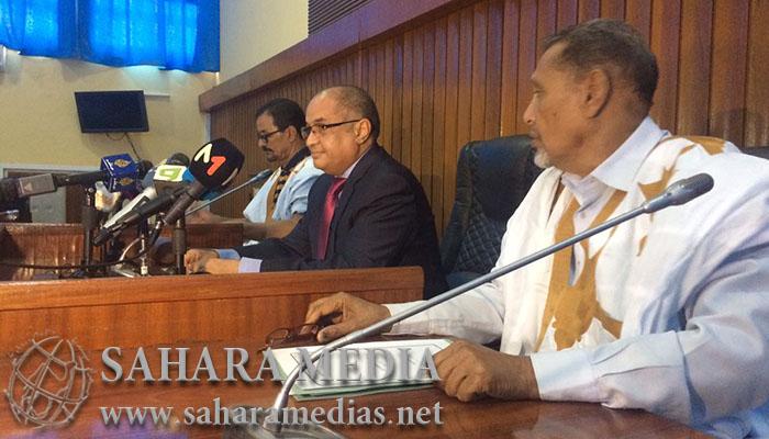 Le président du sénat aux côtés de ses collègues en sit-in dans l'hémicycle