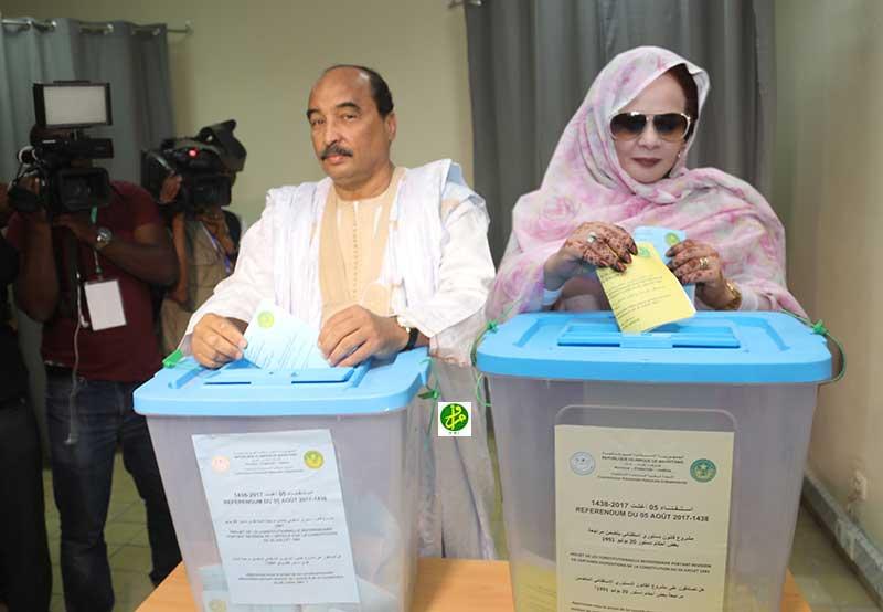 Le Président de la République et son épouse votent dans le bureau des domaines dans la wilaya de Nouakchott Ouest