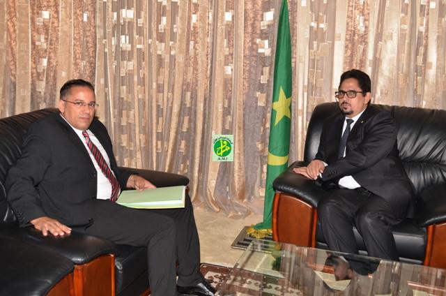Le ministre de la culture et de l'artisanat reçoit le chargé d'affaires par intérim de l'ambassade du Maroc