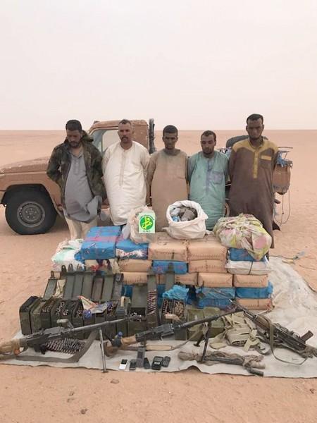 Cinq trafiquants de stupéfiants à bord d'un véhicule Toyota Pickup arrêtés