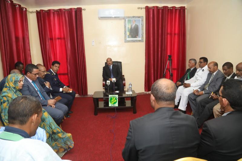 Le Président de la République se réunit avec les chefs de services régionaux et les acteurs sociaux de Toujounine