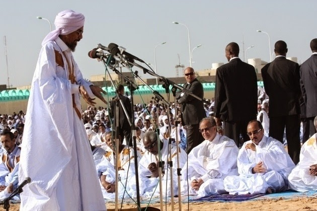 L'imam de la grande mosquée félicite Aziz pour la fin du repentir