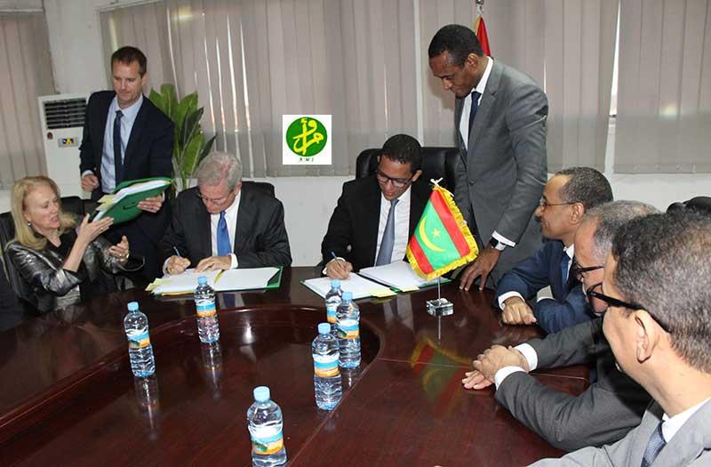 Le ministre du Pétrole signe avec le président d'EXXON Mobil trois contrats de recherche et de production