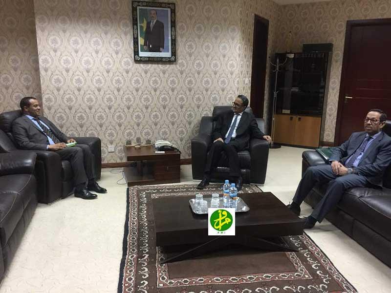 Le ministre des affaires étrangères et de la coopération reçoit l'ambassadeur d'Egypte