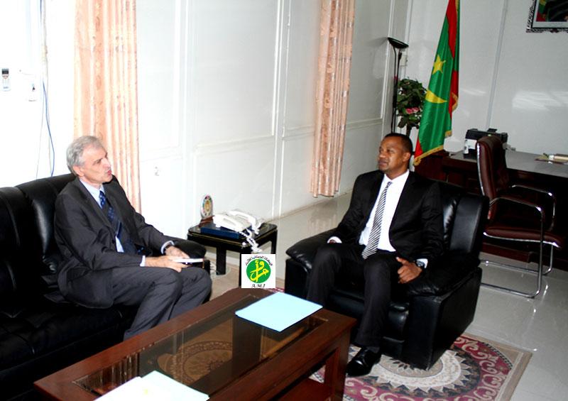 Le ministre de la jeunesse et des sports reçoit le représentant de l'UNICEF
