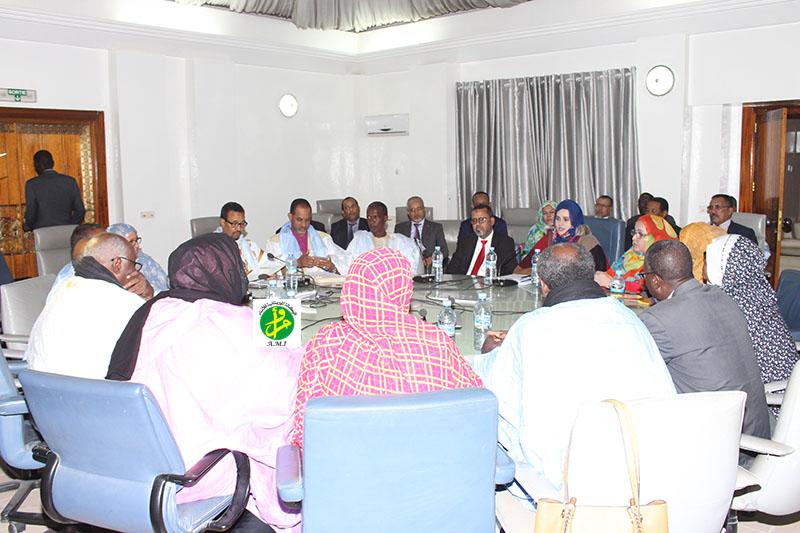 La commission des finances de l'Assemblée Nationale discute le budget du secrétariat général du gouvernement