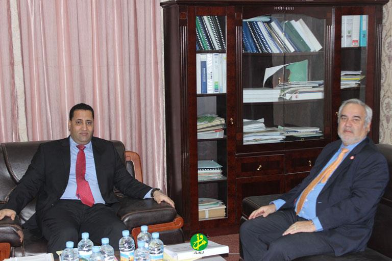 Le ministre de l'économie et de finances s'entretient avec le représentant résident de la Banque Mondiale