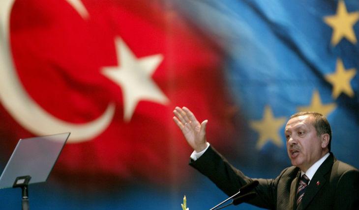 Erdogan tend un rameau d'olivier à l'Allemagne et l'UE