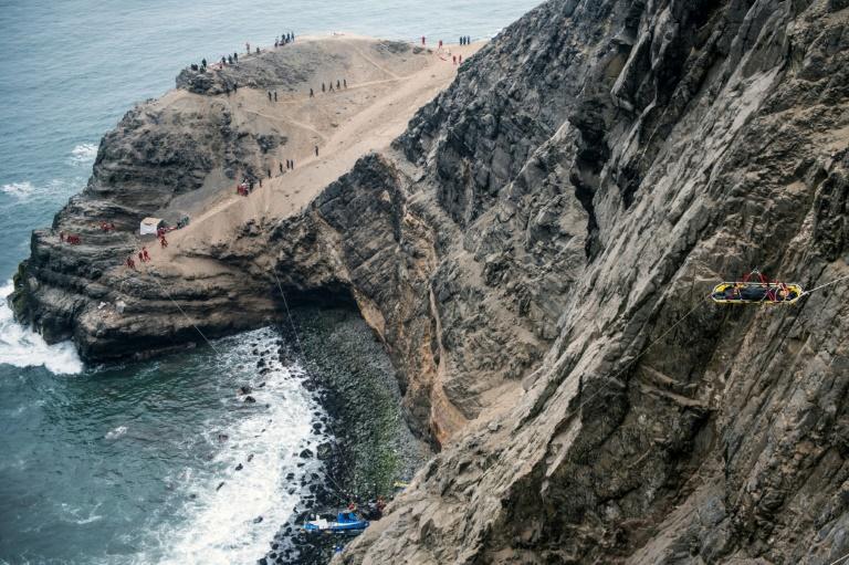 Pérou: au moins 50 morts dans la chute d'un autocar du haut d'une falaise