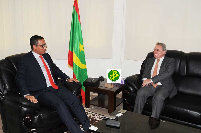 Le ministre du Pétrole reçoit l'ambassadeur de France