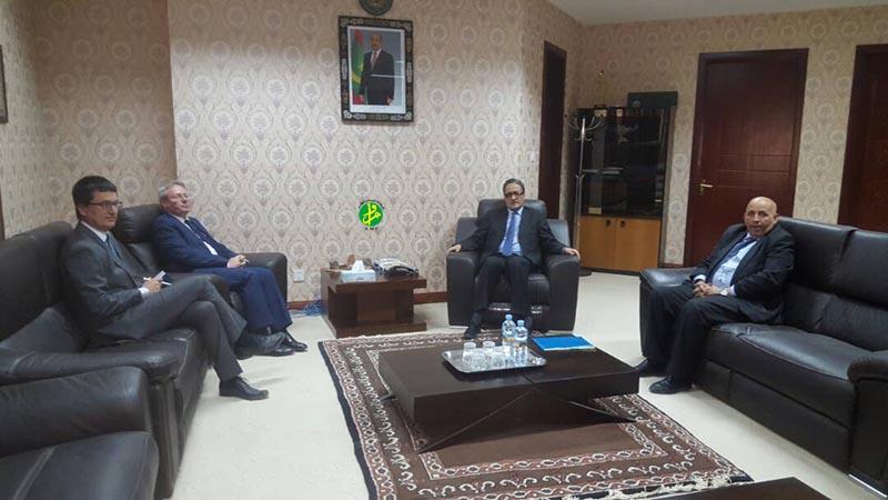 Le ministre des affaires étrangères reçoit l'ambassadeur de France