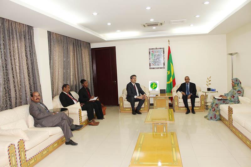 Le premier ministre reçoit le directeur régional de l'ITIE