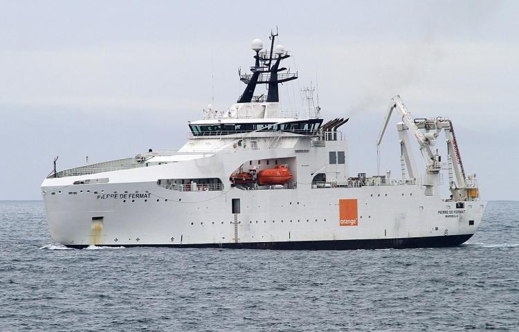 Le câblier « Pierre de Fermat » répare le câble sous-marin ACE