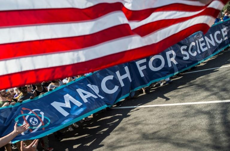 """""""Rendre sa grandeur à la science"""": des manifestants inquiets aux Etats-Unis"""