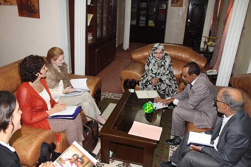 La ministre des Affaires sociales reçoit un groupe d'experts internationaux dans le domaine de l'enfance
