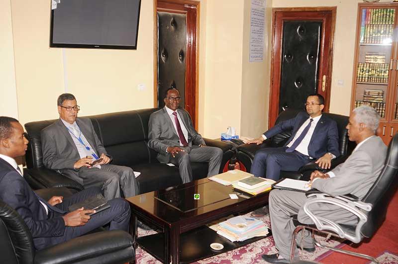Le ministre des affaires islamiques s'entretient avec le représentant du FNUAP en Mauritanie