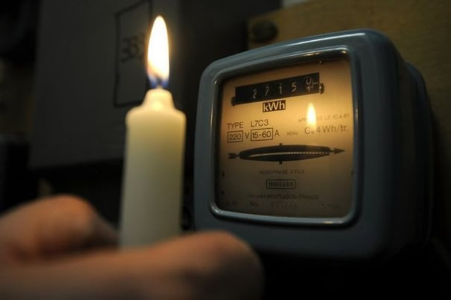 """Le gouvernement """"compte"""" taper fort dans le milieu des fraudeurs d'électricité et de l'eau"""