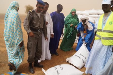 Dans le cadre du Programme alimentaire d'urgence, l'ONG EMEL distribue 252 tonnes de blé aux populations de Kobenni
