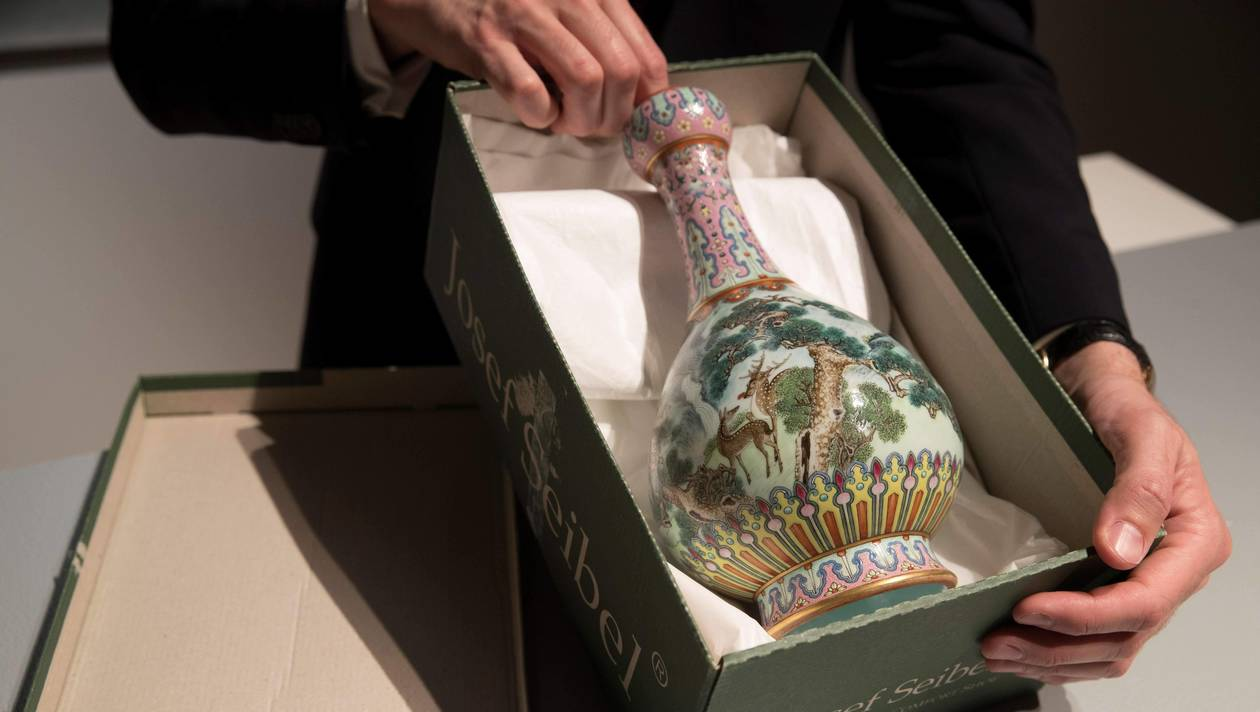 Un vase chinois du 18e siècle vendu aux enchères 16,2 M d'euros
