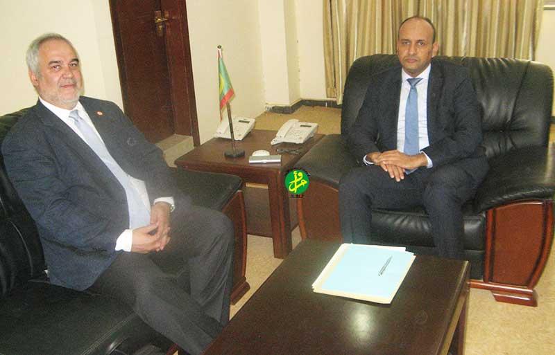 Le président de l'autorité de la Zone Franche de Nouadhibou s'entretient avec le représentant de la Banque Mondiale en Mauritanie