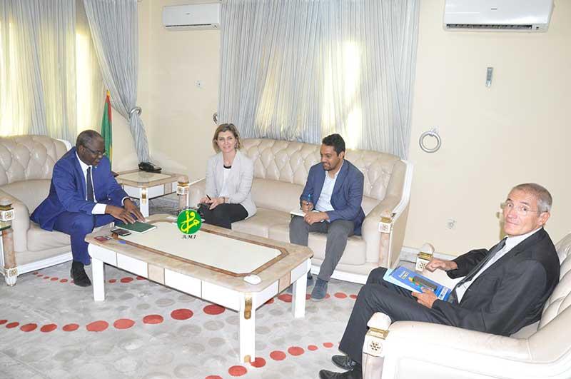Le ministre de l'enseignement supérieur s'entretient avec la chef de la mission de l'OIM
