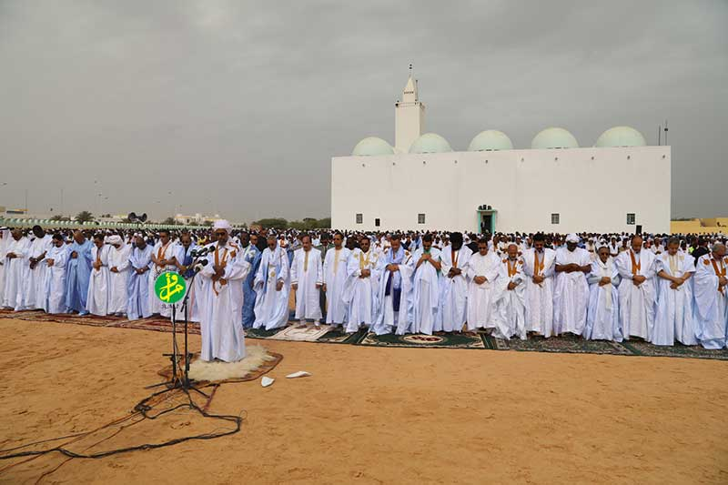 Le Président de la République accomplit la prière de la fête d'El Fitr dans l'enceinte de l'ancienne mosquée de Nouakchott
