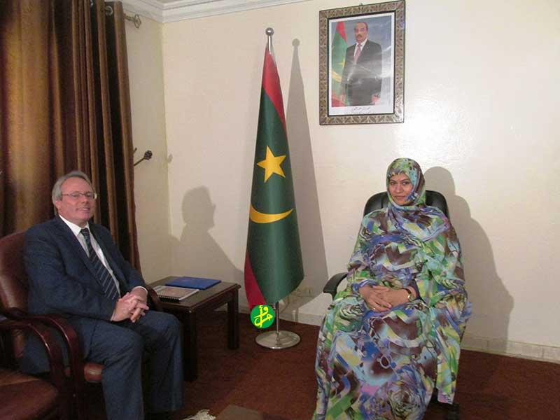 La ministre des affaires sociales s'entretient avec l'ambassadeur de France
