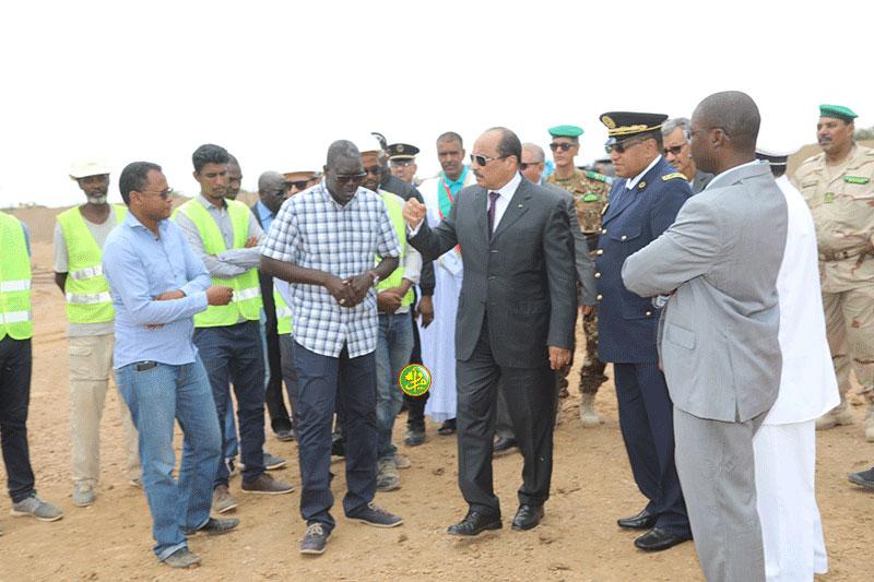 Le Président de la République visite le projet de construction d'une centrale hybride à Néma