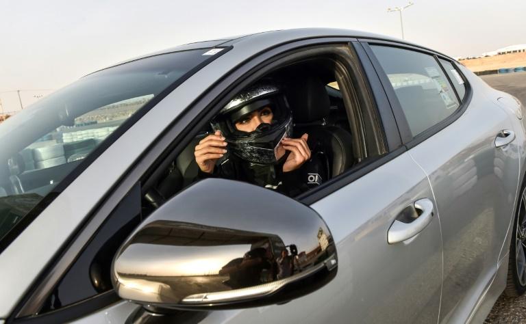 Sur un circuit de Ryad, des Saoudiennes goûtent au grand frisson