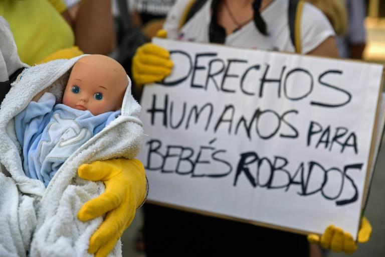 """Espagne: reprise du premier procès des """"bébés volés"""" du franquisme"""