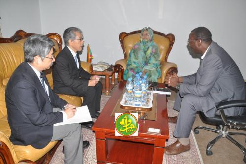 La ministre de l'agriculture s'entretient avec une mission du centre japonais international des recherches agricoles