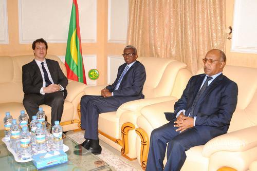 Le ministre de la Défense reçoit l'ambassadeur du Royaume Uni à Nouakchott