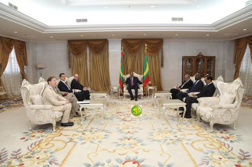 Le Président de la République reçoit le ministre délégué auprès du ministre britannique chargé du moyen orient et de l'Afrique du Nord