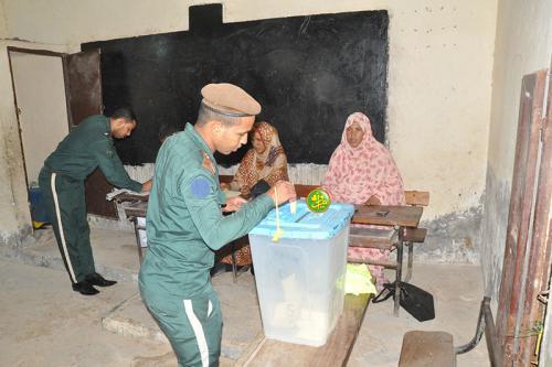 Début de vote des forces armées et de sécurité pour les élections municipales au niveau des communes d'Arafat et d'El Mina