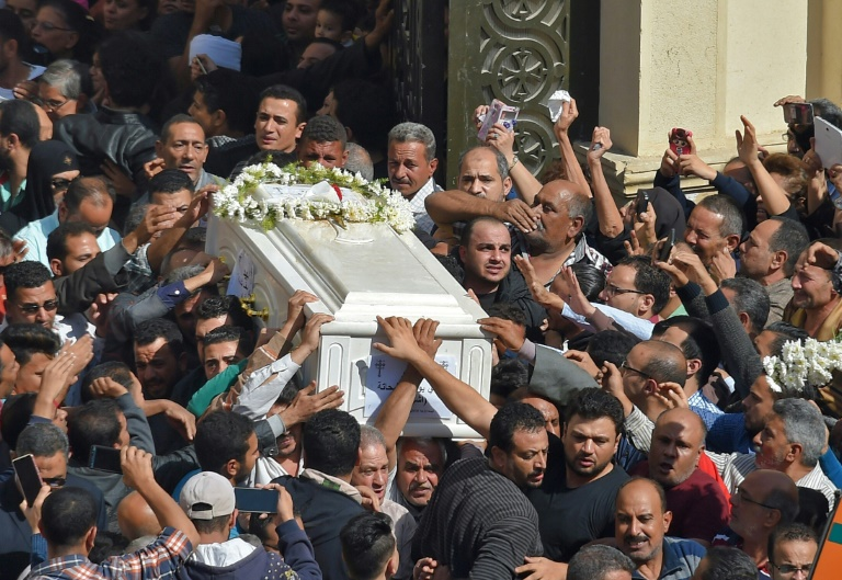 Egypte: à Minya, le choc fait place à la colère après un attentat antichrétien