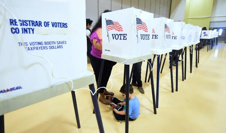 Les Américains élisent un Congrès divisé, Trump crie victoire