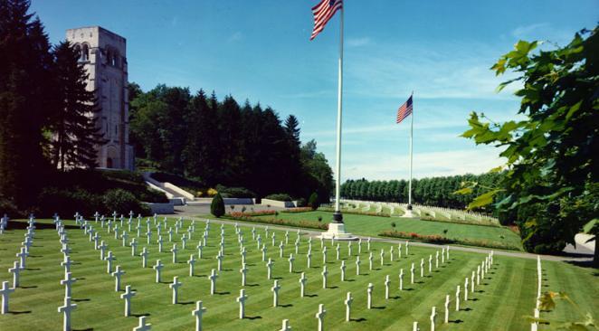 14-18: Trump annule la visite d'un cimetière américain, vives critiques