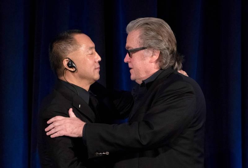 """Steve Bannon et un milliardaire chinois s'allient pour dénoncer les """"crimes"""" de Pékin"""