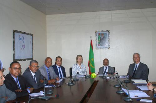 Le ministre de l'hydraulique s'entretient avec le vice-Ministre adjoint pour la coopération internationale des Pays Bas
